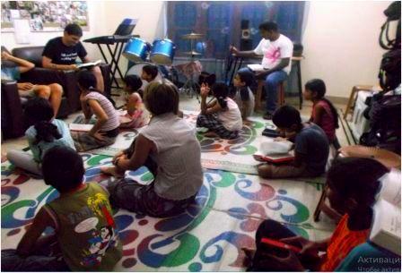 Валерий Акимов проводит обучение для детей