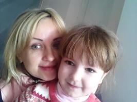 Психолог Елена с 2-летней Верочкой